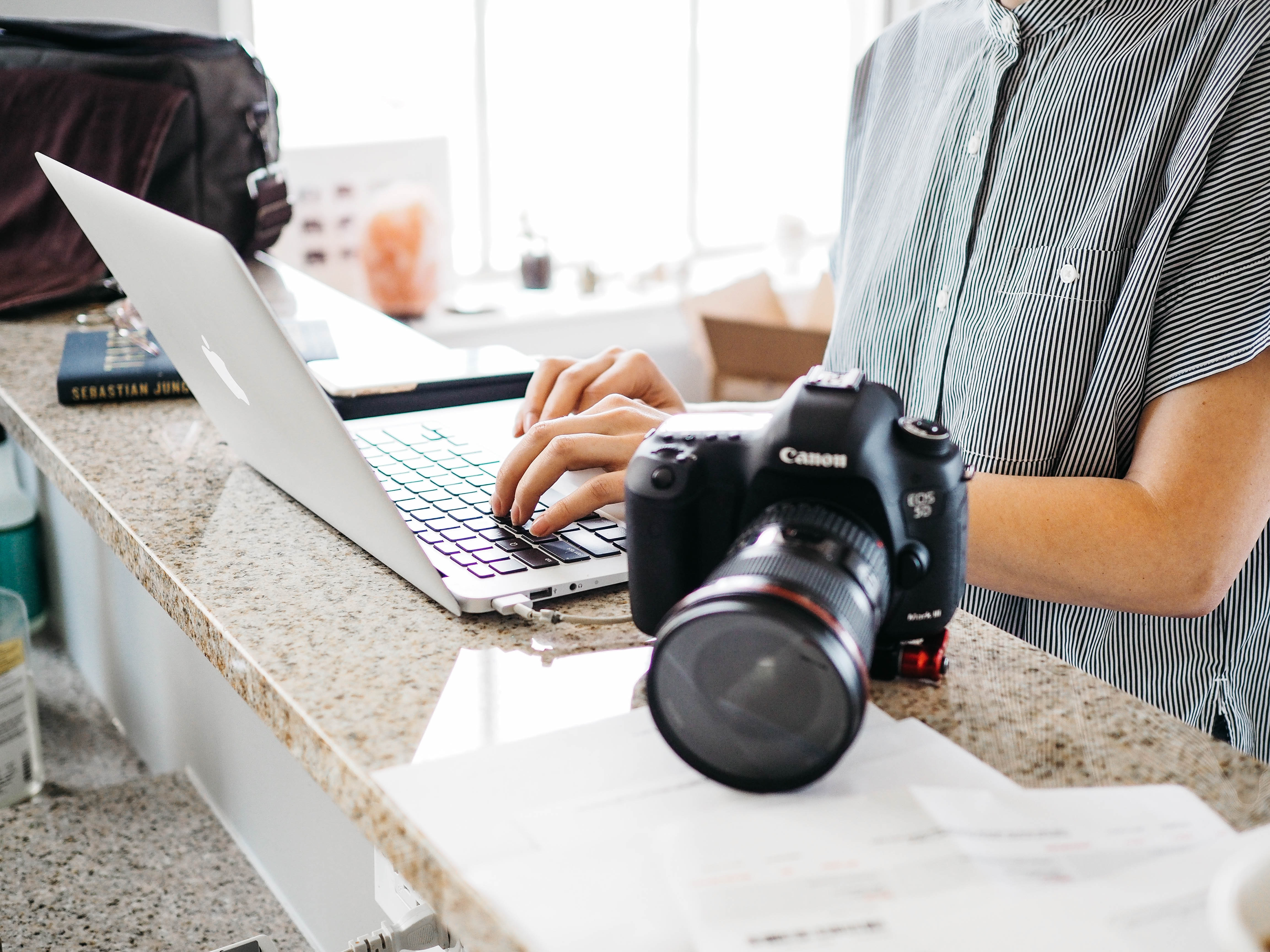Take your photography business to a new level; sign up for private coaching session for photographers and creatives.