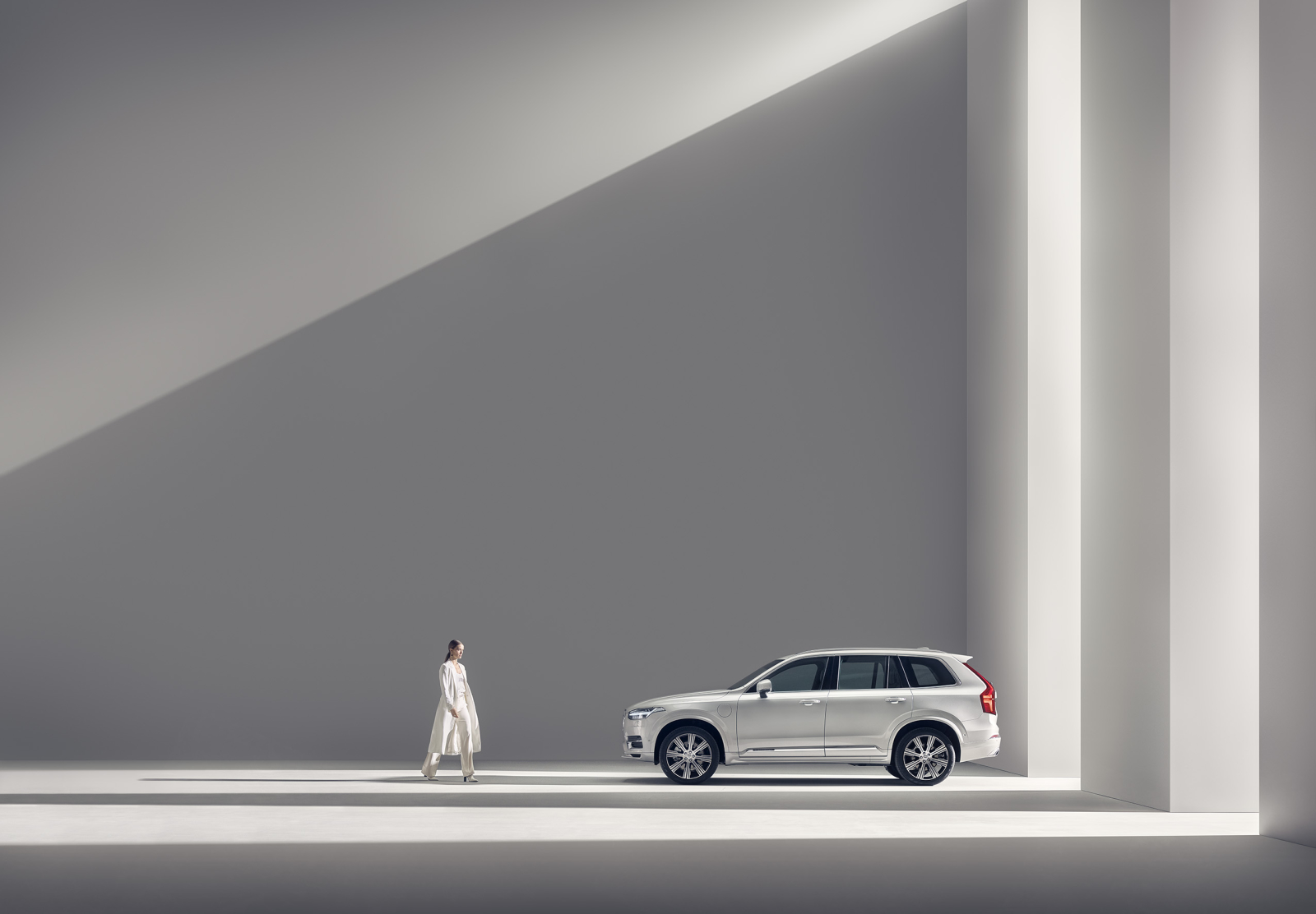 Betting on minimalistic style to win the prize. Interview with Car Photographer of the year Patrik Johall