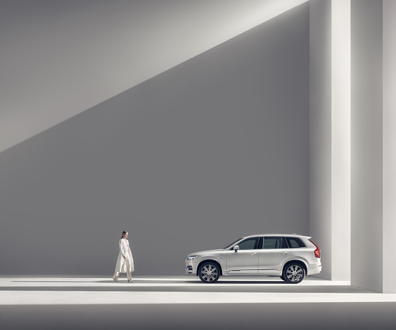 Betting on minimalistic style to win the prize. Interview with Car Photog...