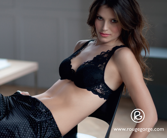 One to Watch Brussels-Maria Dawlat -Rouge Gorge.png