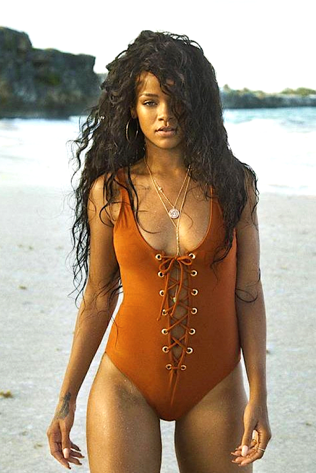 Video: Rihanna - Tourist or Traveler? gallery