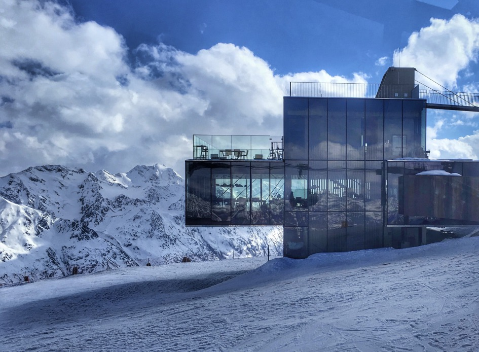 Amazing Glass House 3000 m alt