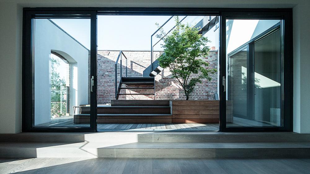 suite 030 berlin issue 509 showcase nov 2014 magazine production paradise. Black Bedroom Furniture Sets. Home Design Ideas